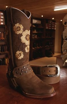 25 Excellent Cowgirl Boots Wide Calf For Women Cute Cowgirl Boots, Cute Cowgirl Outfits, Cowboy Boot Outfits, Rodeo Boots, Rodeo Outfits, Cowboy Boots Women, Cute Boots, Cowgirl Style, Western Boots