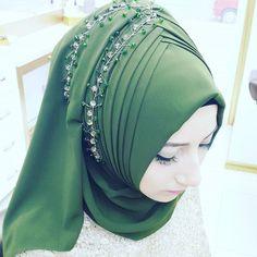 No photo description available. Bridal Hijab, Hijab Wedding Dresses, Hijab Bride, Kebaya Wedding, Tutorial Hijab Pashmina, Hijab Style Tutorial, Muslim Dress, Hijab Dress, Hijab Styles For Party