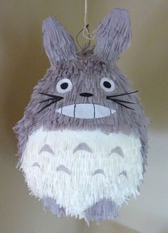 Totoro pinata / via Etsy Paper Crafts, Diy Crafts, Diy Paper, My Neighbor Totoro, Party Time, Crafts For Kids, Geek Stuff, Crafty, Parties