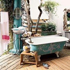 Actually, I just dream of an outdoor shower. Love using the outdoor shower at a beach house in the summer so much that I would love to have one at home. Outdoor Bathtub, Outdoor Bathrooms, Outdoor Showers, Indoor Outdoor, Outdoor Living, Outdoor Rooms, Cottage Bath, Romantic Room, Modern Bathroom Design