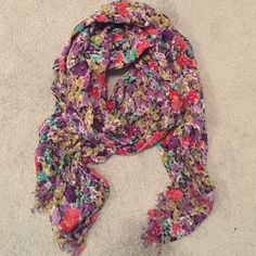 Floral Scarf Thin fashion scarf. Pretty print. Small fringe at the ends. Accessories Scarves & Wraps