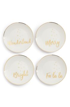 Adoring this set of four holiday plates that will be perfect for appetizers or warm cookies at the next holiday party.
