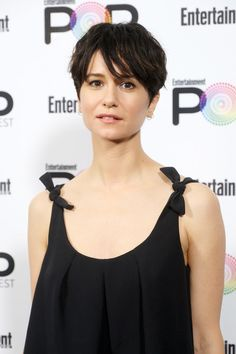 Katherine Waterston Photos Photos - Actress Katherine Waterston poses backstage during Entertainment Weekly's PopFest at The Reef on October 30, 2016 in Los Angeles, California. - Entertainment Weekly's PopFest