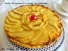 Una tarta que no está buena, ¡está buenísima!: es de manzana con crema de almendras