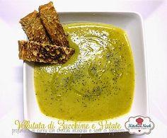 Vellutata di patate, porro e zucchine e semi di papavero, profumata al curry…