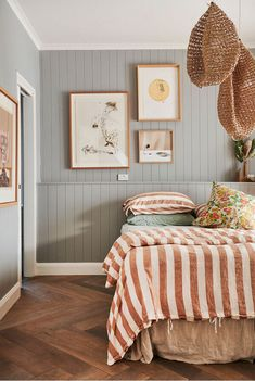 Fine Idees Decoration Chambre Lambris Peints that you must know, You?re in good company if you?re looking for Idees Decoration Chambre Lambris Peints Surf Shack, Home Bedroom, Master Bedroom, Bedroom Decor, Bedrooms, Bedroom Wall, 50s Bedroom, Bedroom Clocks, Scandi Bedroom