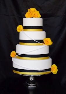 Black and yellow #wedding #cake idea from the Pinterest page. They have a lot of great wedding photos for the avid Steelers fan.