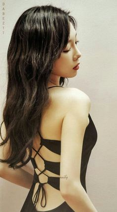 Kim Tae Yeon - SNSD Leader (Taeyeon) (OMG THAT DRESS)