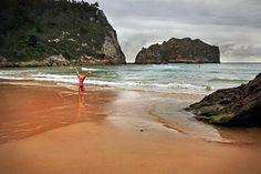 Apontamentos fotográficos em La Franca - Ribadedeva - Espanha, praia abrigada por montanhas. Dispõe de amplo areal e possui hotel e parque de campismo