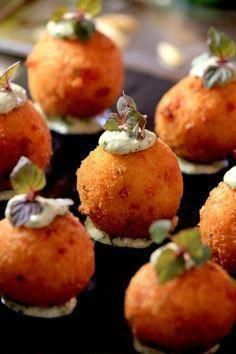 Arancini canapes by Becker Minty Bespoke Dining Canapes Recipes, Appetizer Recipes, Canapes Ideas, Wedding Canapes, Wedding Catering, Risotto Balls, Catering Food, Canapes Catering, Catering Buffet