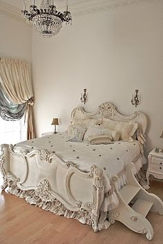 31 Awesome French Style Bedroom Decor Ideas To Try Asap Dream Bedroom, Home Bedroom, Master Bedroom, Bedroom Decor, Design Bedroom, Vintage Shabby Chic, Shabby Chic Decor, Suites, French Decor