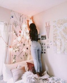 Loving these cute dorm rooms and dorm decor ideas! If you need ideas for cute dorm rooms, here are tons of cute dorm room decor ideas that will give you inspiration! These chic and cute dorm room ideas are affordable and perfect for a student budget. Cozy Dorm Room, Dorm Room Walls, Cute Dorm Rooms, Room Wall Decor, Bedroom Decor, Bedroom Ideas, Bedroom Inspo, Bedroom Inspiration, Dorm Room Art