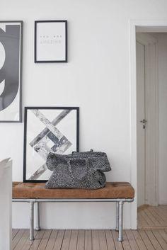 HviitBloggStue_5509-2 Gallery Wall, Decor, Wall, Bench, Entryway Bench, Furniture, Interior Design, Home Decor, Entryway