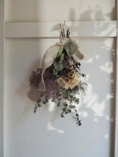 Dried blooms hanging in the glimmering sunshine Dry Plants, Dried Flower Bouquet, Hanging Flowers, How To Preserve Flowers, Green Flowers, Dry Flowers, Flower Images, Holiday Wreaths, Flower Cards