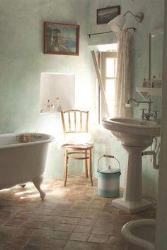 provence style bathroom