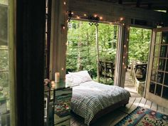 Sleep among the trees --> http://www.hgtvgardens.com/photos/decorating-photos/the-high-life-a-charming-city-treehouse?soc=pinterest