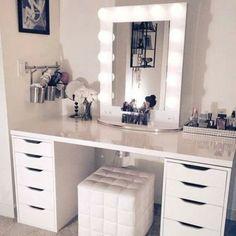 Белый туалетный столик с подсветкой