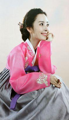 Hanbok, the traditional Korean dress Korean Hanbok, Korean Dress, Korean Outfits, Korean Clothes, Korean Traditional Dress, Traditional Fashion, Traditional Dresses, Oriental Fashion, Asian Fashion