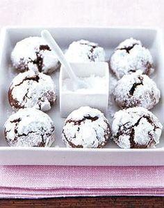 Chocolate snowball cookies -german recipe Schoko-S. Chocolate snowball cookies -german recipe Schoko-Schnee-Kugeln – Rezepte – [LIVING AT HOME] Snowball Cookies, Xmas Cookies, Cake Cookies, Cupcakes, Chocolate Cookie Recipes, Chocolate Cookies, Chocolate Desserts, Dessert Oreo, Dessert Recipes