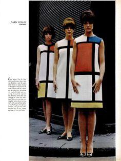 Em 1965, Yves Saint Laurent desenhou e desfilou uma coleção de outono inspirada em Piet Mondrian, representante do Neoplasticismo e colaborador da Revista De Stijl.
