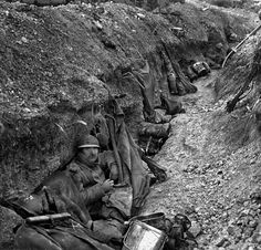 Soldiers in the trenches during World War One, Battle of Verdun. World War One, Second World, First World, Old World, Ww1 History, Military History, German Submarines, Big Battle, Austro Hungarian