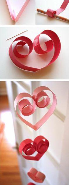 guirlande papier pour Saint Valentin, petits coeurs rose et rouges, tuto technique de fabrication de guirlande facile