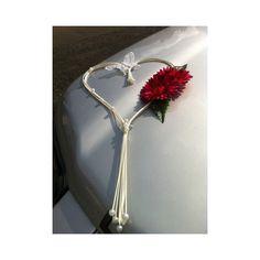 http://bouquet-de-la-mariee.com/11-decoration-voiture-mariage Décoration pour voiture de mariage: cœur de rotin sur ventouse Ce magnifique coeur de 60cm est fait avec des roses, du rotin et des perles. Vous avez le choix des couleurs! Les compositions florales pour mariage sont faites à la main, sur mesure en France avec des fleurs artificielles Haut de Gamme