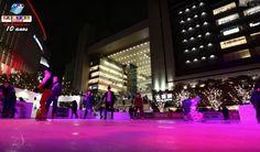 Próxima à estação central da cidade de Osaka, foi instalada uma pista de patinação iluminada e cercada de luzes. Confira o vídeo.