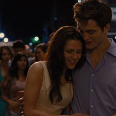 Edward E Bella, Twilight Bella And Edward, Edward Cullen, Bella Cullen, Twilight Movie, Twilight Saga, Kristen And Robert, Twilight Breaking Dawn, Vampire Love