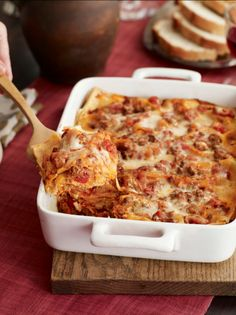 Four-Cheese Lasagna - Wondering what kinds of cheese show up in this lasagna? You can count on Neufchatel, cottage cheese, mozzarella and Parmesan to make an appearance. http://www.kitchendaily.com/recipe/four-cheese-lasagna?icid=stnwsltr|kitchendaily|daily