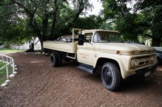 Vintage truck at Montpellier at Tulbagh - Wandering Wolves