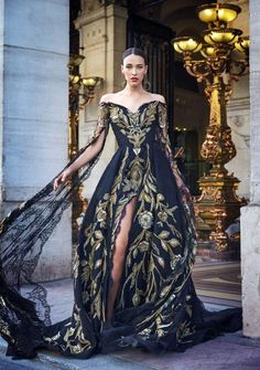 Find tips and tricks, amazing ideas for Zuhair murad. Discover and try out new things about Zuhair murad site Style Couture, Couture Fashion, Runway Fashion, Vestidos Fashion, Fashion Dresses, Couture Dresses, Fashion Clothes, Mode Glamour, Evening Dresses