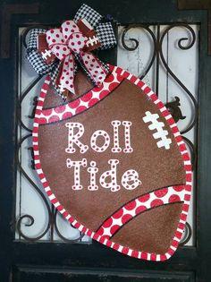 Football Burlap Door Hanger, Roll Tide, Go Vols, Vikings, Packers absolutely any team Alabama Door Hanger, Football Door Hangers, Alabama Decor, Burlap Football, Football Crafts, Alabama Football, Football Team, Burlap Projects, Burlap Crafts