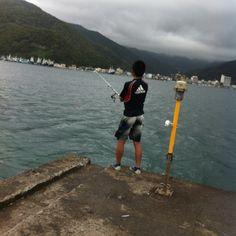 伊豆御浜海水浴場。 息子ちゃん釣り中。