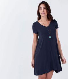 Vestido feminino      Modelo básico      Manga curta      Decote redondo      Marca: Marfinno      Tecido: Viscolycra      Composição: 96% viscose 4% elastano      Modelo veste tamanho: P                 Medidas da Modelo:     Altura: 1,76    Busto: 85    Cintura: 63    Quadril: 92            Veja outras opções de      vestidos.