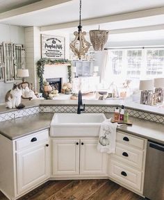 I could live in my kitchen with this view.  The open floor plan creates such a warm and cozy feeling in the home. @cottonstem did an outstanding job with decorating this space. �