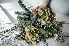 Crystals, Agate & Geodes: Wedding Stationery Inspiration. Flowers bouquet.