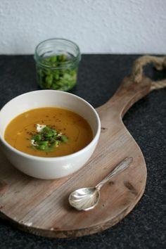Soupie Saturday: Zoete aardappelsoep met karwijzaad, geitenkaas & tuinbonen - Yellow lemon tree