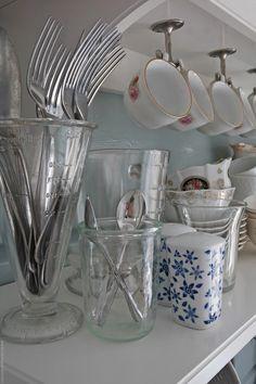 Svenngården: Før og etter: #prosjektGjerde - Kjøkken Tableware, Kitchen, Home Decor, Soup Bowls, Dishes, Dinnerware, Cuisine, Homemade Home Decor, Home Kitchens