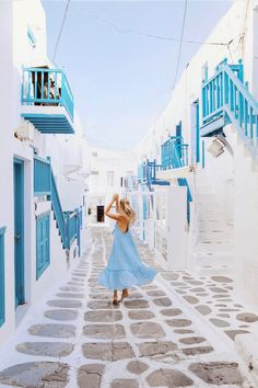 Dancing in Mykonos | Greece http://www.ohhcouture.com/2017/07/monday-update-53/ #leoniehanne #ohhcouture