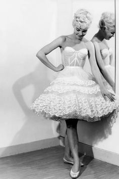 Vintage lingerie petticoat long line bra Vintage Corset, Vintage Underwear, Vintage Dresses, Vintage Outfits, Vintage Clothing, Rockabilly Style, 1950s Fashion, Vintage Fashion, Simplicity Fashion