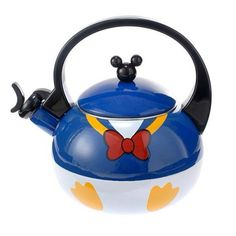 New Donald Duck teapot from Disney Store Japan Casa Disney, Disney Rooms, Disney Dream, Disney House, Cozinha Do Mickey Mouse, Disney Dishes, Deco Disney, Donald And Daisy Duck, Disney Store Japan
