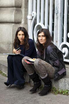 la modella mafia Emmanuelle Alt and Geraldine Saglio of Vogue Paris - Fashion Editor street style 4