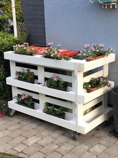 44 Best Ideas for Reusing Wooden Pallets in the Garden Diy Garden Furniture, Diy Garden Decor, Pallet Furniture, Outdoor Furniture, Outdoor Decor, Diy Pallet Projects, Garden Projects, Pallet Ideas, Diy Planters