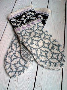 norwegian mittens Knit Mittens, Knitting Socks, Mitten Gloves, Knitting Needles, Knitting Designs, Knitting Projects, Knitting Patterns, Wrist Warmers, Hand Warmers