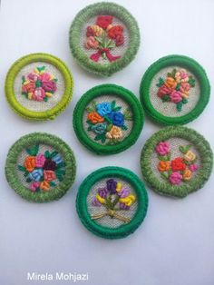 Button Art, Button Crafts, Hand Embroidery Stitches, Embroidery Techniques, Loom Knitting, Knitting Patterns, Dorset Buttons, Cloth Flowers, Creative Embroidery