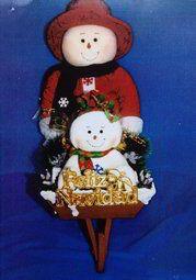 Muñeca de nieve con bebé en carreta
