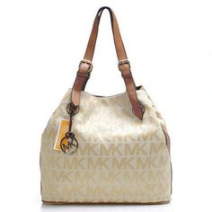 Standing The Top Of The World With The Perfect Michael Kors Logo Large Khaki Shoulder Bags! Michael Kors Bags for Cheap Prices. Coach Purses, Purses And Bags, Coach Bags, I Love Fashion, Passion For Fashion, Fashion Bags, Women's Fashion, Fashion Handbags, Runway Fashion