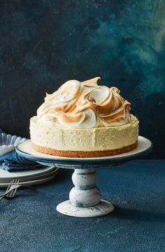 This mash-up of lemon meringue pie and cheesecake means you can have the best of both sweet worlds. This mash-up of lemon meringue pie and cheesecake means you can have the best of both sweet worlds. Köstliche Desserts, Lemon Desserts, Lemon Recipes, Sweet Recipes, Delicious Desserts, Dessert Recipes, Cupcake Recipes, Cookie Recipes, Lemon Meringue Cheesecake