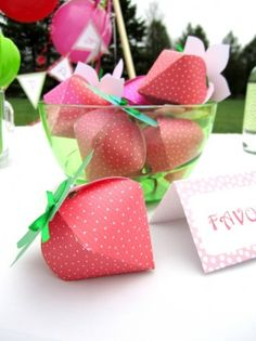 DIY Strawberry Shaped Gift Boxes #pinhonest